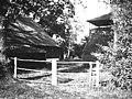 Boerderij met een open kapschuur (met vaste kap). De landelijke bouwkunst in Hollands Noorderkwartier, afb. 273, pag. 219. - Aagtdorp - 20451131 - RCE.jpg