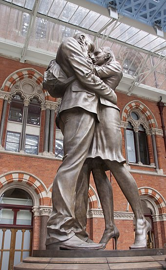 The Meeting Place sculpture at St Pancras Brief Encounter St Pancras (3709887066).jpg