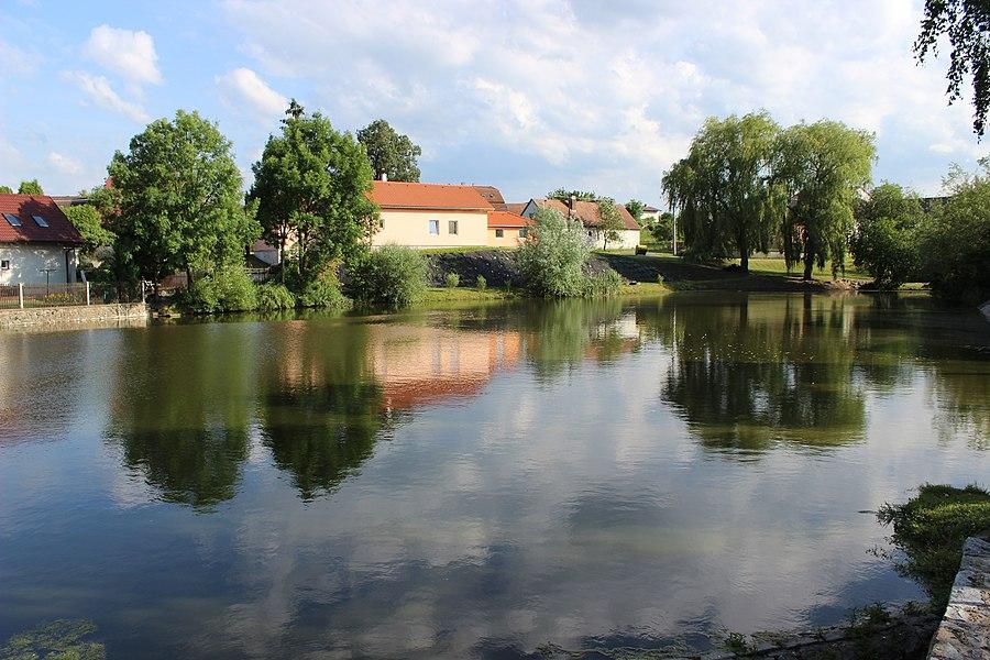 Loket (Benešov District)