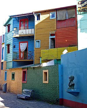 You Are the One (Argentine TV series) - Houses of La Boca neighbourhood, with their characteristic style. The tenement of the series was modeled after it.