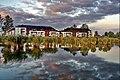 Bujtosi tó partján házak - panoramio.jpg