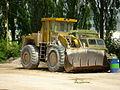 Buldozer ve vápence v Čebíně.jpg