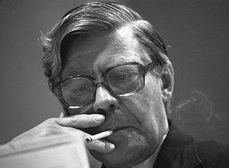 Helmut Schmidt - Helmut Schmidt smoking