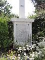 Burelles (Aisne) monument aux morts croix (02), socle plaque.JPG