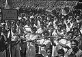 COLLECTIE TROPENMUSEUM Muziekgroep uit Madidir tijdens een feest in Airtembaga TMnr 10029440.jpg
