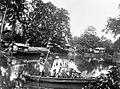 COLLECTIE TROPENMUSEUM Overzetpont op de Tjiliwoeng-rivier Batavia TMnr 10014073.jpg