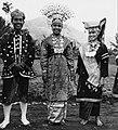 COLLECTIE TROPENMUSEUM Studenten van de Akademi Seni Karawitan Indonesia in traditionele kledij TMnr 20001546.jpg