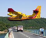 Canadair St-Cassien.jpg