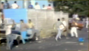 Caracazo - Looters running through the streets with stolen goods