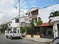 Casas enfrente de un parque de la Sm. 29, Cancún. - panoramio.jpg