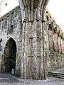 Cashel Cathedral, Rock of Cashel, Caiseal, Éire (46539752972).jpg