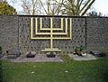 Cemetery-Eckenheimer-Landstrasse-Ffm-2012-555-Menora.jpg