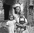 Cenčič Suzana s svojima otrokoma. Robidišče 1951.jpg