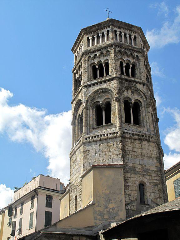 Campanile de l'église romane de San Donato à Gênes.