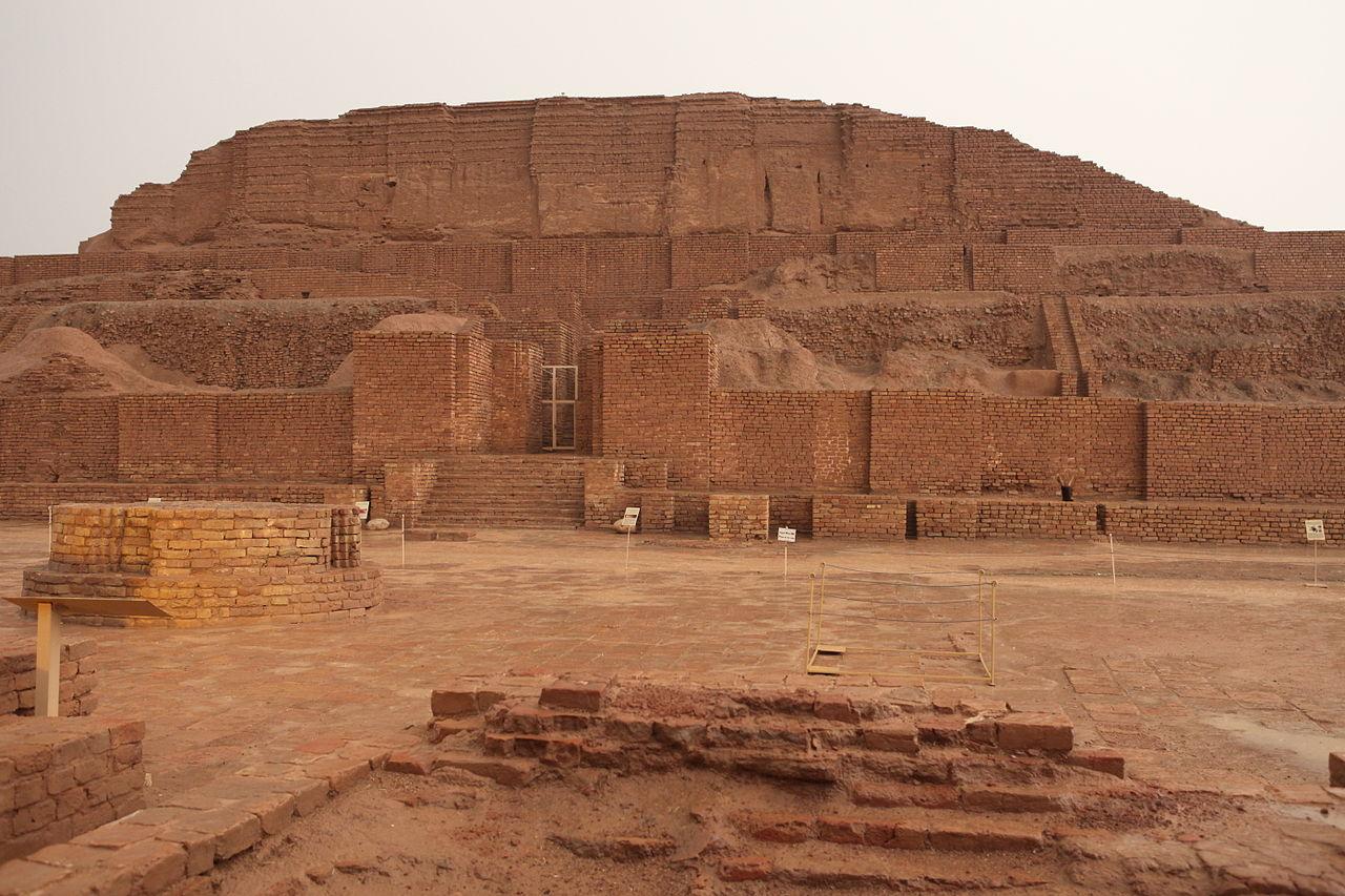 به ایلامی زیگورات دوراونتاش (Ziggurat Dūr Untash) یا با نام امروزی چُغازَنبیل نیایشگاهی باستانی است که در زمان ایلام (ایلامیها) و در حدود ۱۲۵۰ پیش از میلاد ساخته شده است.