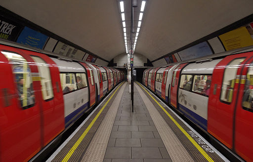 Clapham Common tube station MMB 01 1995 Stock