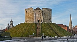 Clifford's Tower (5259021070).jpg