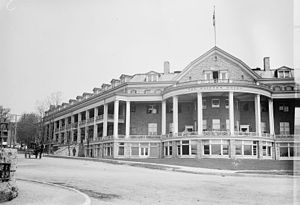 Clifton Hotel (Canada) - Clifton Hotel in 1914