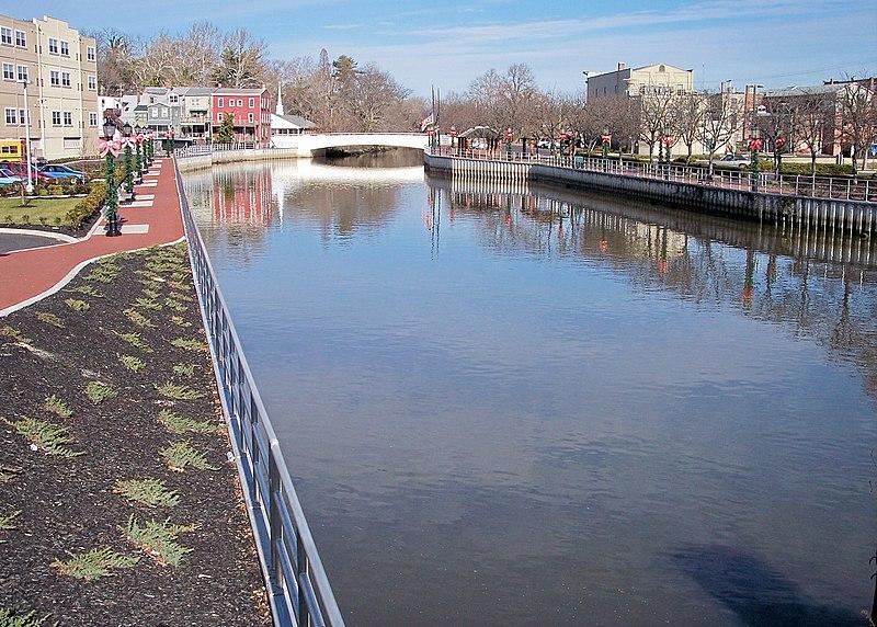 File:Cohansey River.jpg