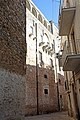 Conversano, balconi moderni e resti di balconi antichi - panoramio.jpg