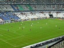 Photographie prise depuis les tribunes du Stade de France, montrant le match Rennes - Bordeaux.