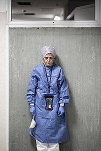 La chirurgienne secouriste italienne Margherita Lambertini, après ses douze heures quotidiennes de lutte contre la Covid-19 à l'hopital de Pesaro, le 19 mars 2020. (définition réelle 2652×3976)