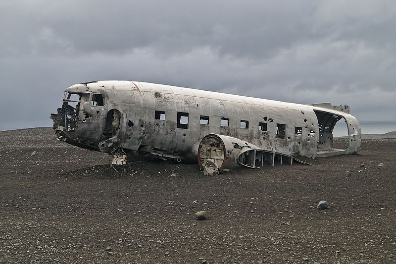 File:Crashed DC-3 Iceland.jpg