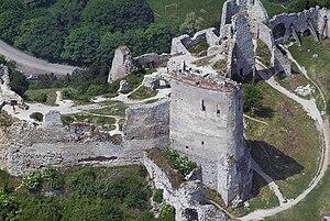 Čachtice Castle - Image: Csejtecivertanlegi 2