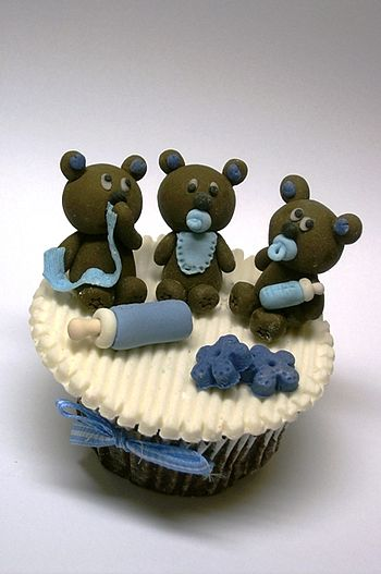 Cupcake with bears and bottles.jpg