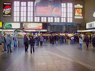 Düsseldorf Hauptbahnhof - Station hall