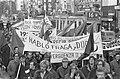 Demonstratie tegen Franco spandoeken met Spaanse teksten, Bestanddeelnr 922-0838.jpg