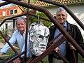 Der Künstler Frank Schult und Superintendent Dr. Hans-Georg Sundermann, Pastor der Stadtkirche St. Marien in Celle, hinter einem Bühnenbild-Detail für die Nibelungen von Moritz Rinke.jpg