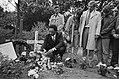 Dominee Jesse Jackson legt krans op graf Kerwin Duinmeijer op Zorgvliet in Amste, Bestanddeelnr 932-6980.jpg