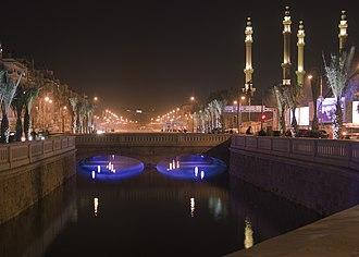 Queiq River - Image: Downtown Aleppo, Queik river at night