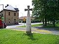 Dubeč, pomník - kříž.jpg