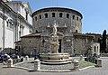 Duomo vecchio e fontana a Brescia.jpg