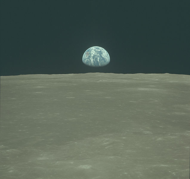 File:Earth rise from the Moon AS11-44-6550 2.JPG