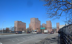 Jerome Avenue - Edward L Grant Highway crosses Cross Bronx Expressway