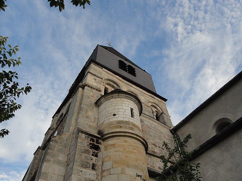 Tour du clocher de l'église Saint-Hilaire de Mareuil-sur-Ay (Marne). La tour, la flèche et le clocher sont classés monument historique depuis 1933.