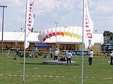 Eilenburg 1050-Jahrfeier Stadion Fallschirmspringen.jpg