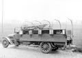 Ein Materiallastwagen mit offenen Ausrüstungskästen - CH-BAR - 3240143.tif