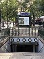 Entrée Station Métro Gobelins Paris 3.jpg