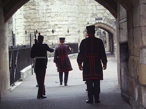 Ceremony of the Keys (London) - Yeoman Warder with escort, Tower of London
