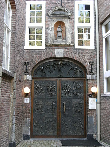 360px-Entrance_to_Natuur_Historisch_Muse