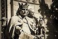 Estatua de Alfonso X el Sabio en la Biblioteca Nacional.jpg