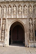 Exeter Cathedral (St. Peter) (15195373597).jpg