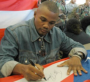 Félix Trinidad - Trinidad during a visit to a military facility, 2007