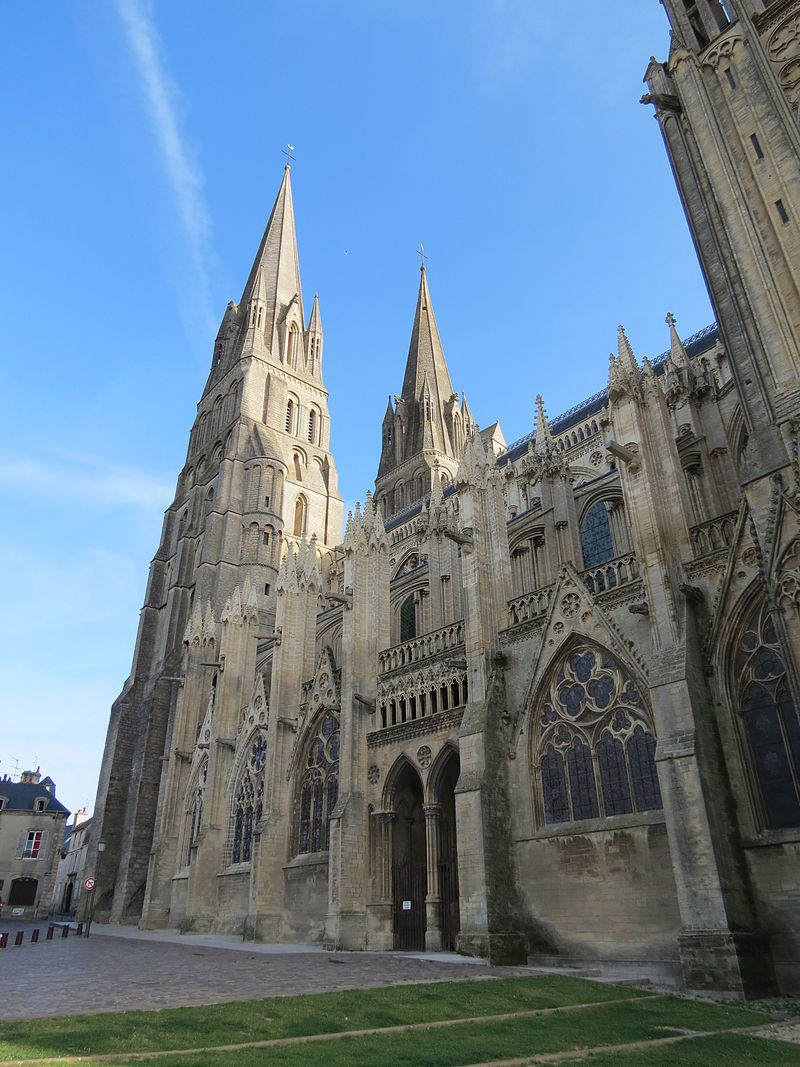 Façade sud cathédrale Bayeux3.JPG