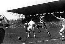 Photographie montrant plusieurs joueurs en action lors de la finale entre le FC Sète et l'OM en 1934.