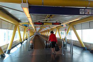 Fiumicino Airport 2011-by-RaBo-05.jpg